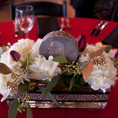A centerpiece at the 2020 IUPUI Alumni Leaders Dinner featuring the Hine Medal.